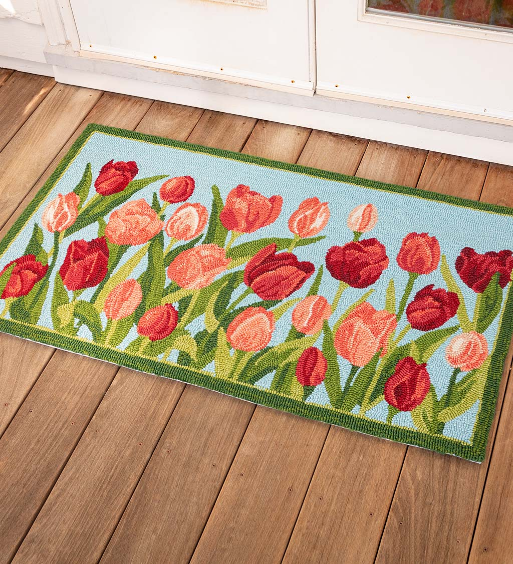 Indoor/Outdoor Pink Tulips Hooked Polypropylene Accent Rug