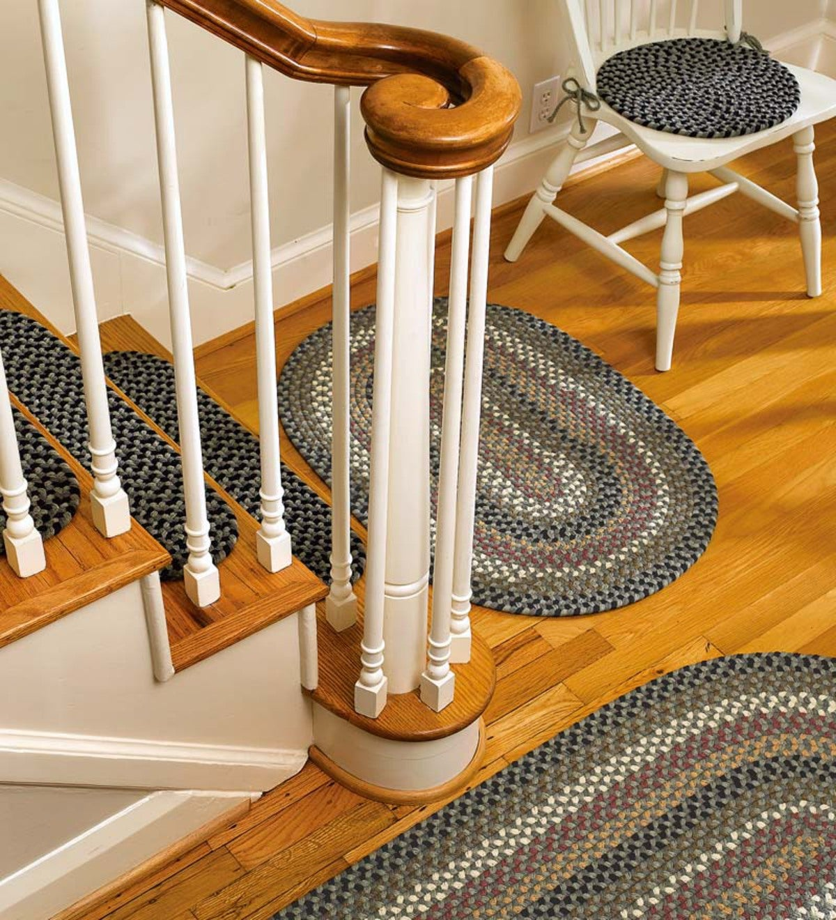 "28""L x 8""W Braided Stair Tread"