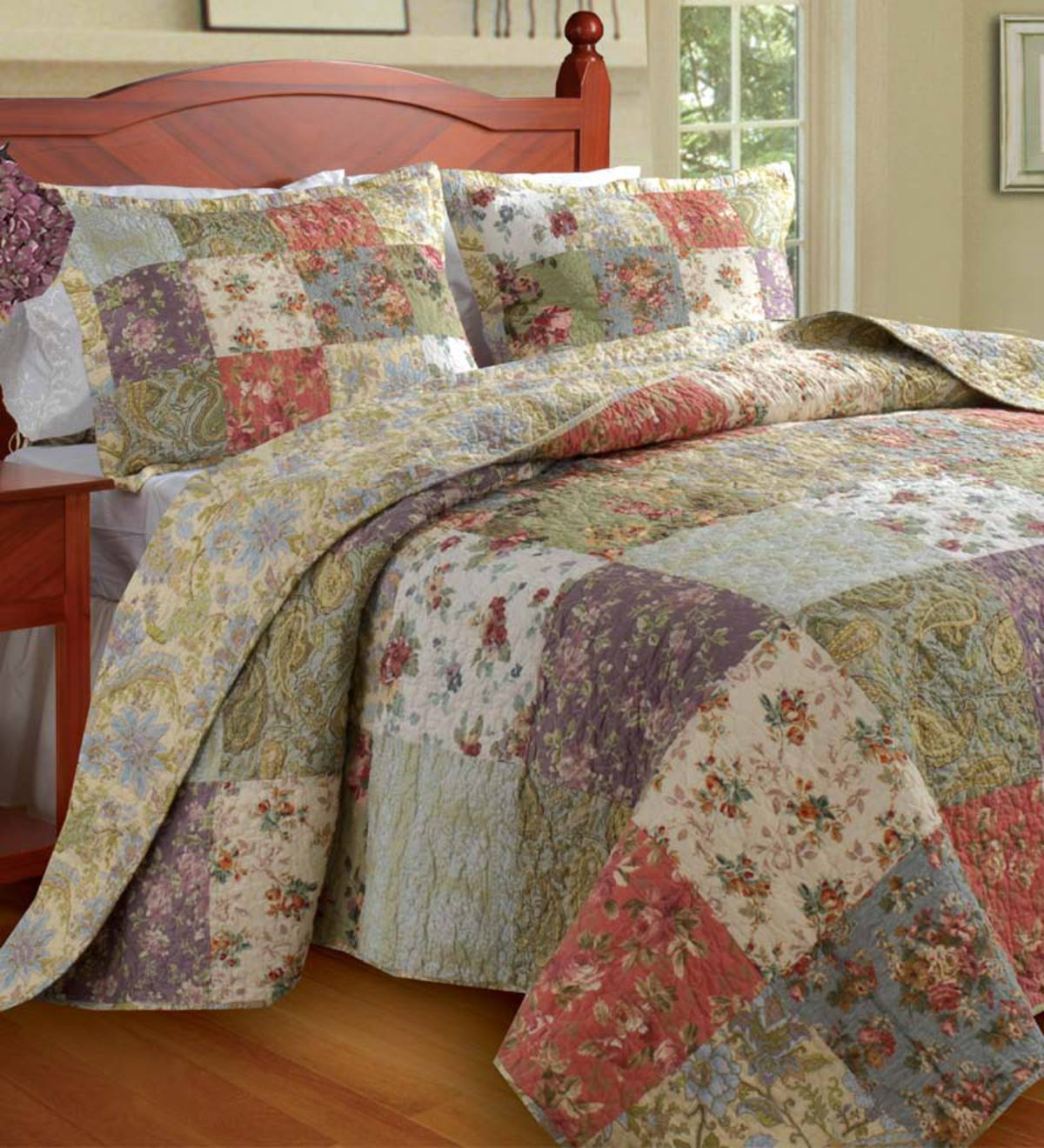 Queen 100% Cotton Wildflower Patchwork Block Reversible Bedspread And Shams