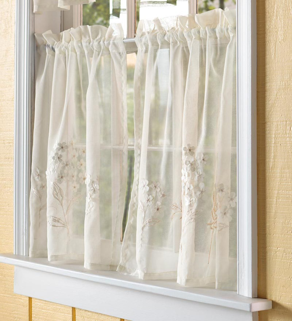 "24""L Embroidered Hydrangea Sheer Tiers - White"
