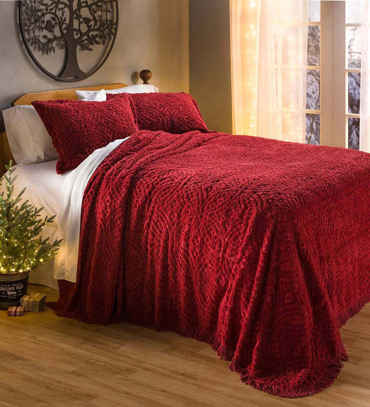 Queen Wedding Ring Tufted Chenille Bedspread - Antique Red