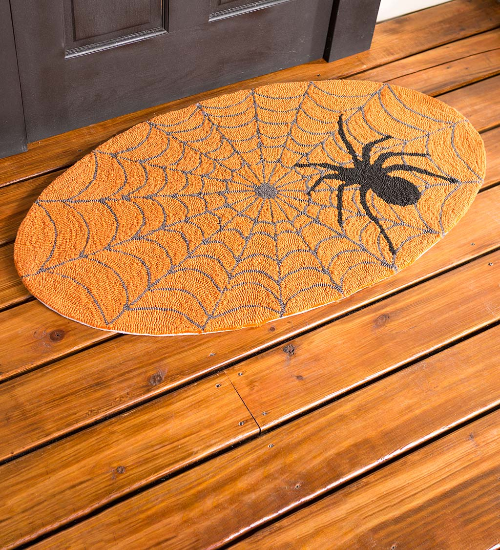 Indoor/Outdoor Halloween Spider Web Hooked Oval Accent Rug