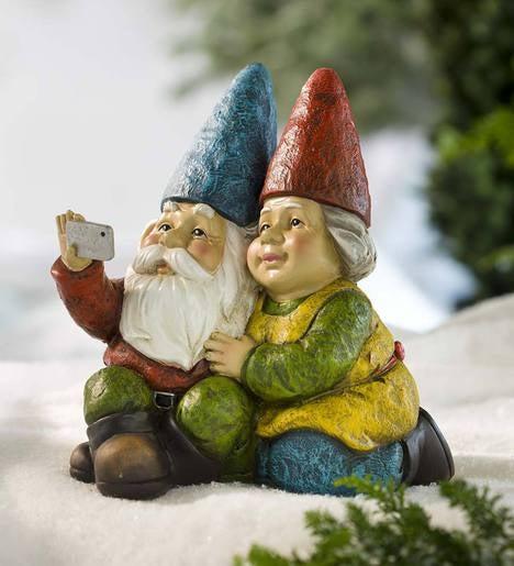 Garden Gnomes On Sale: Selfie Gnome Statue