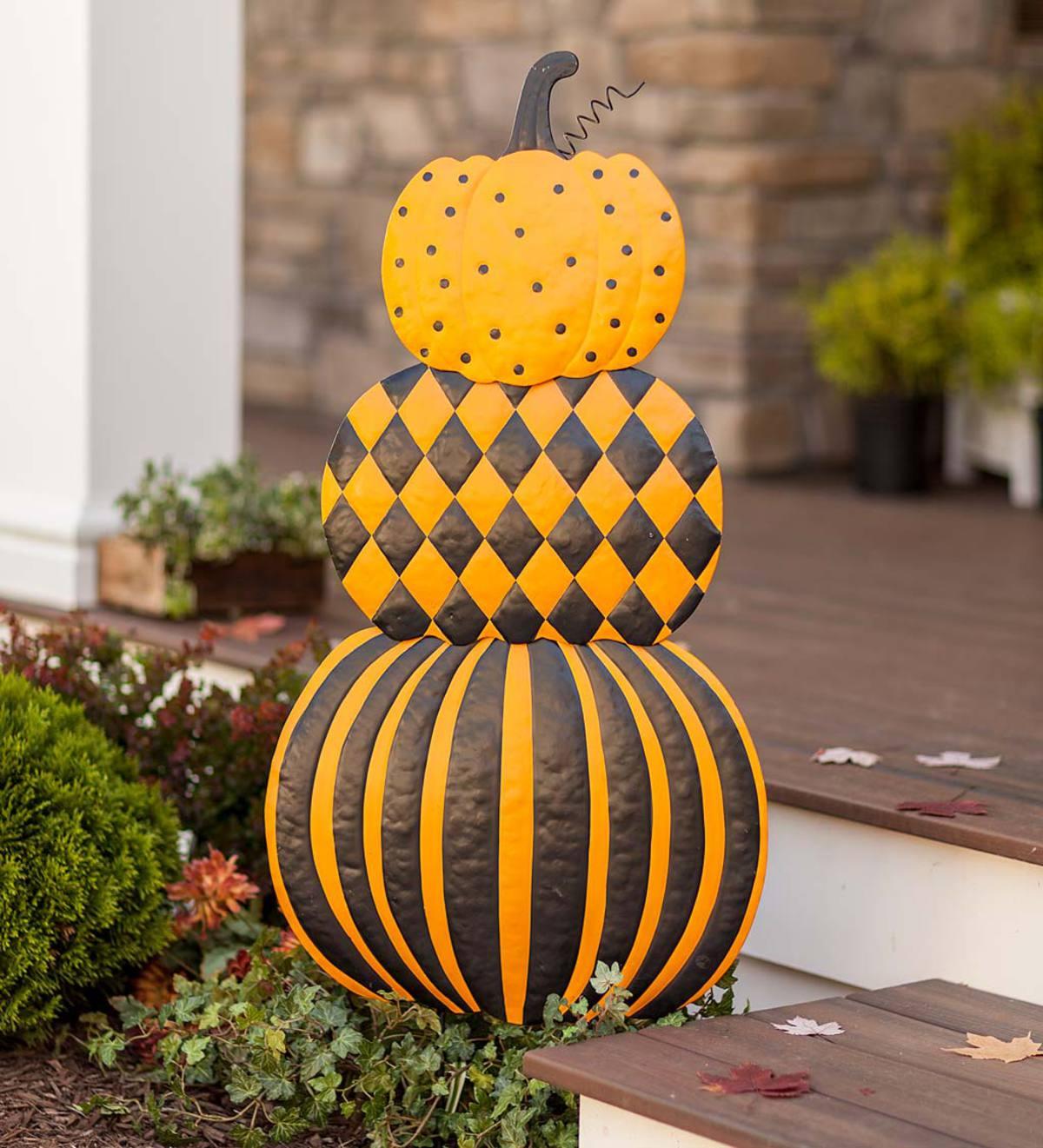Stacked Pumpkins Painted Metal Garden Stake | Decorative Garden ...