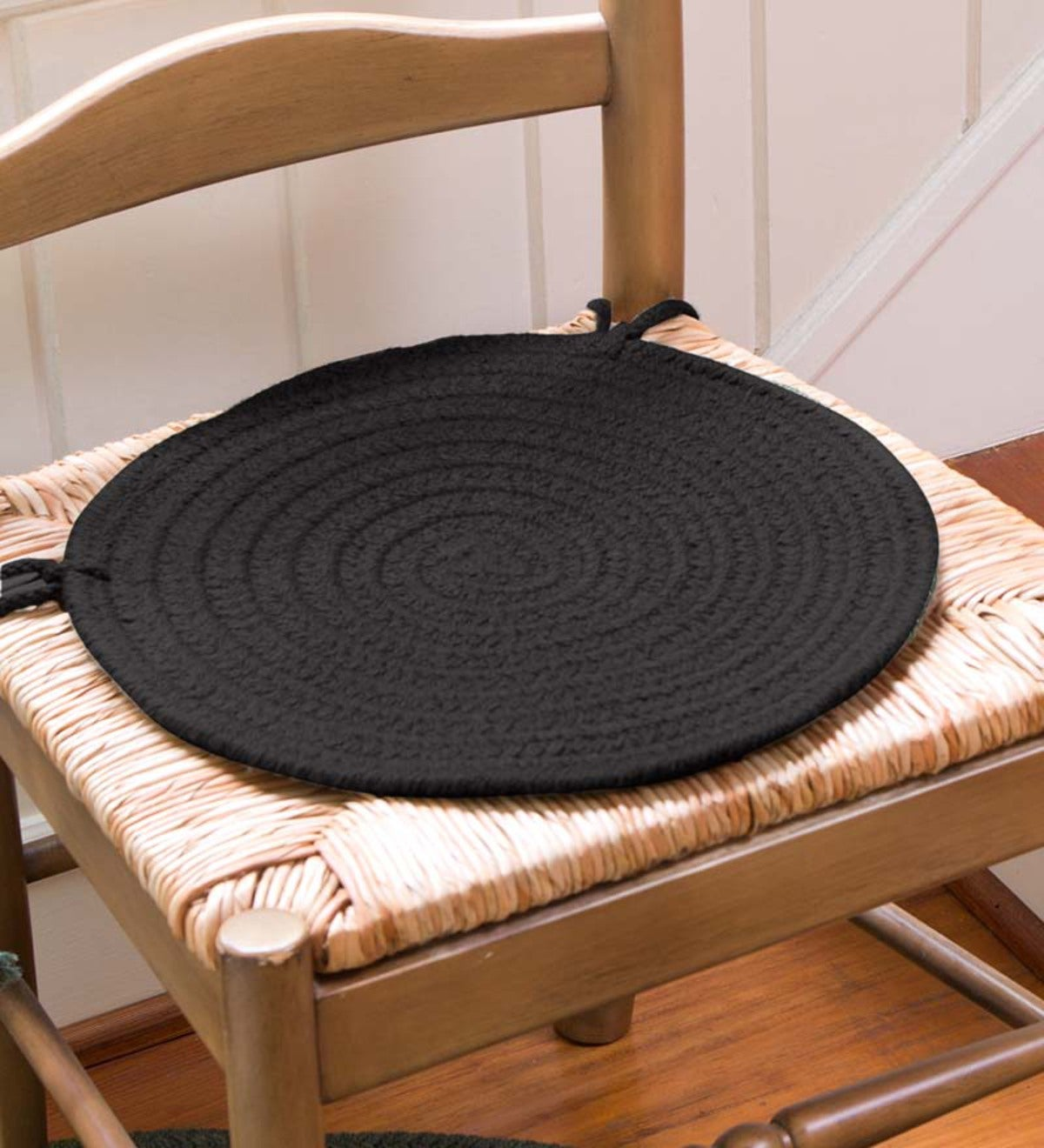 "Solid Color Country Classic Braided Polypropylene Chair Pad, 15"" dia. - Black"
