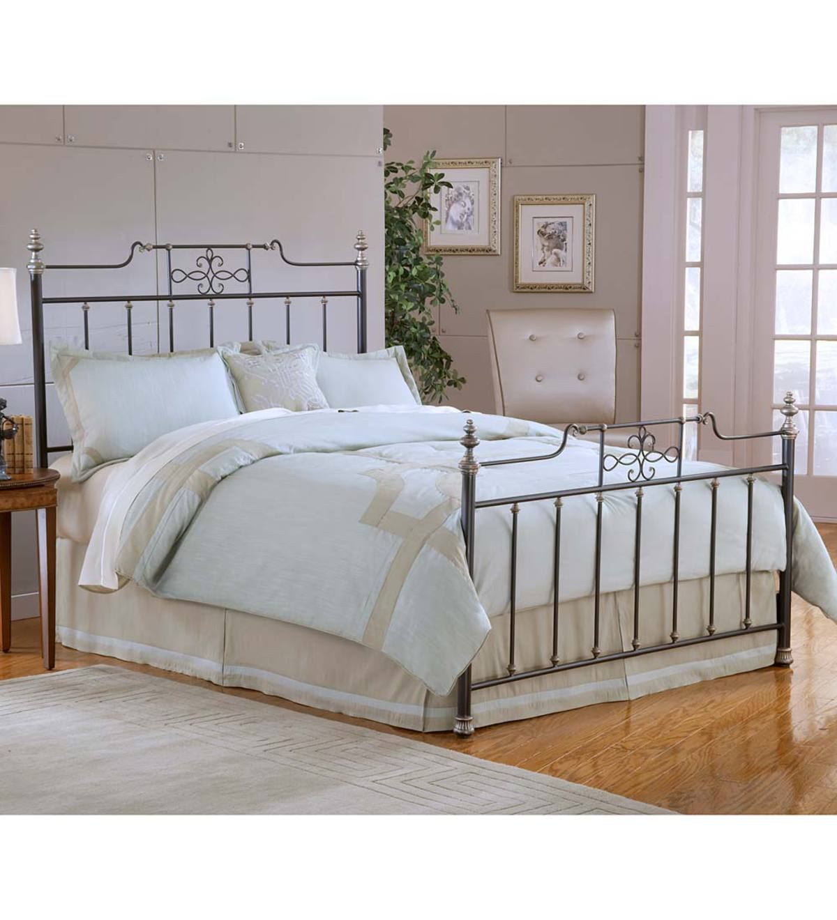 Abigale Metal Queen Bed Set