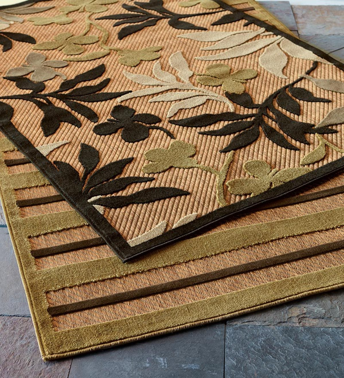 "5'2""x 7'6""Outdoor And Indoor Textured Polypropylene Rug - Leaves"