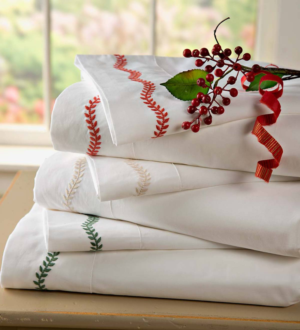 Queen Embroidered Cotton Percale Sheet Set - Red