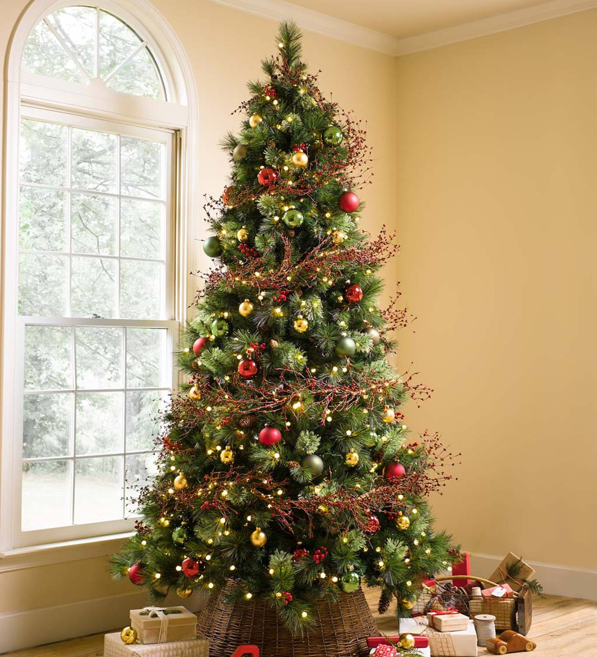 Red Red Pine Christmas Tree: Pre-Lit Madison Christmas Trees With Pine Cones And