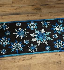 Indoor/Outdoor Hooked Shimmering Snowflake Accent Rug