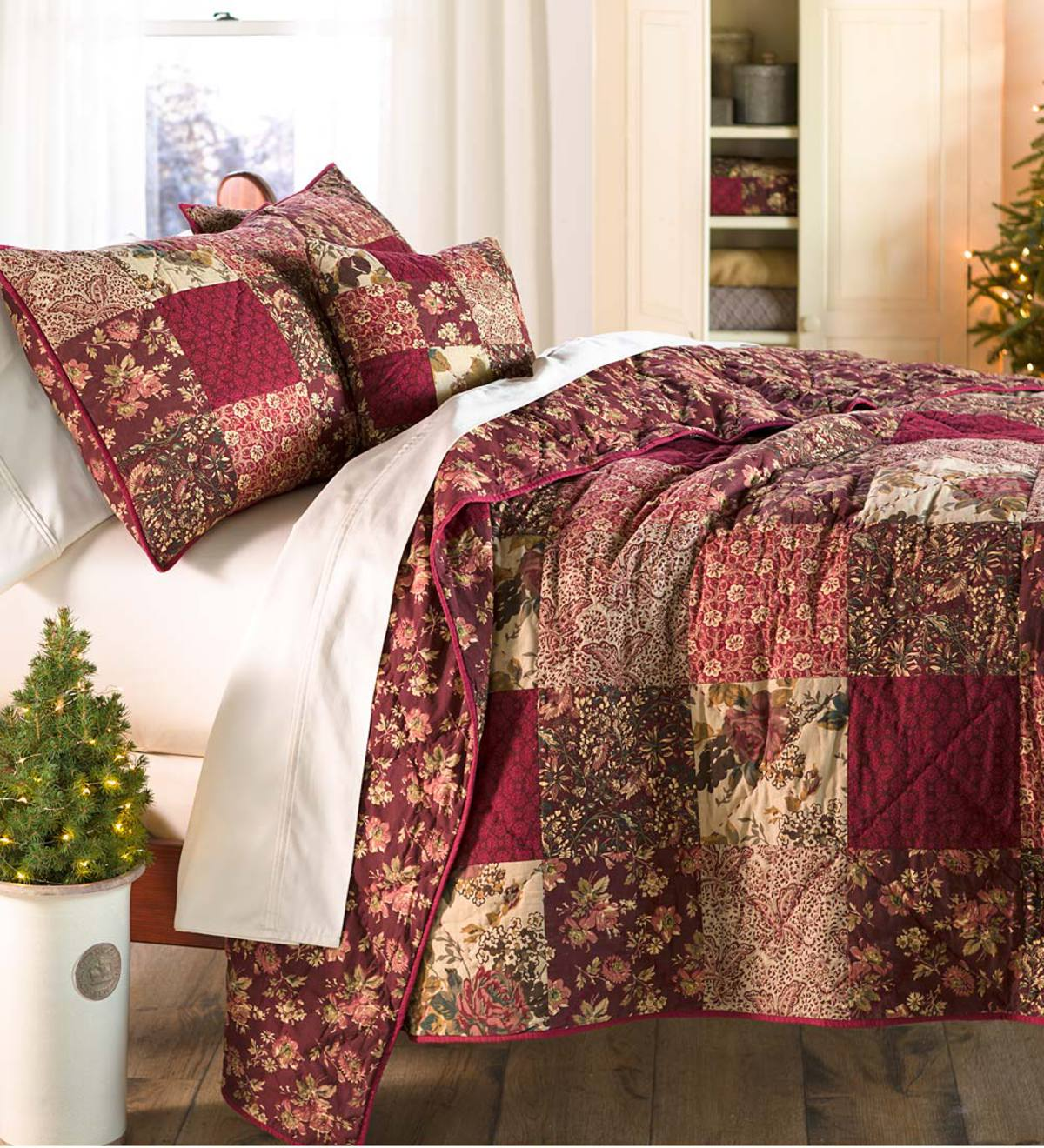 Cranberry Floral Patchwork Quilt Set