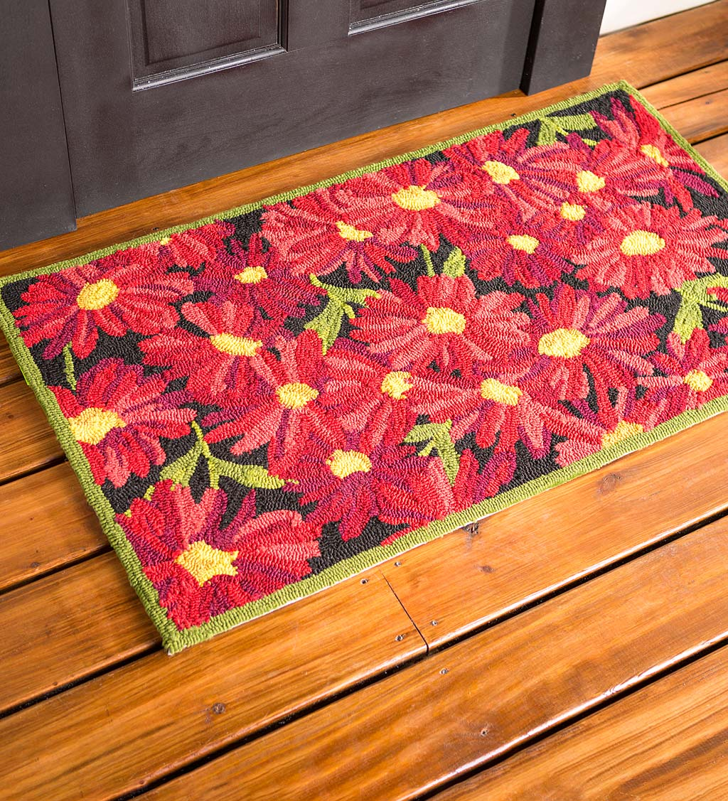 Indoor/Outdoor Chrysanthemum Hooked Accent Rug