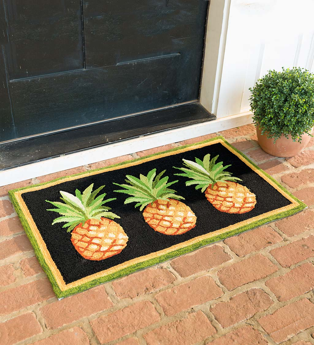 Indoor/Outdoor Pineapple Hooked Accent Rug