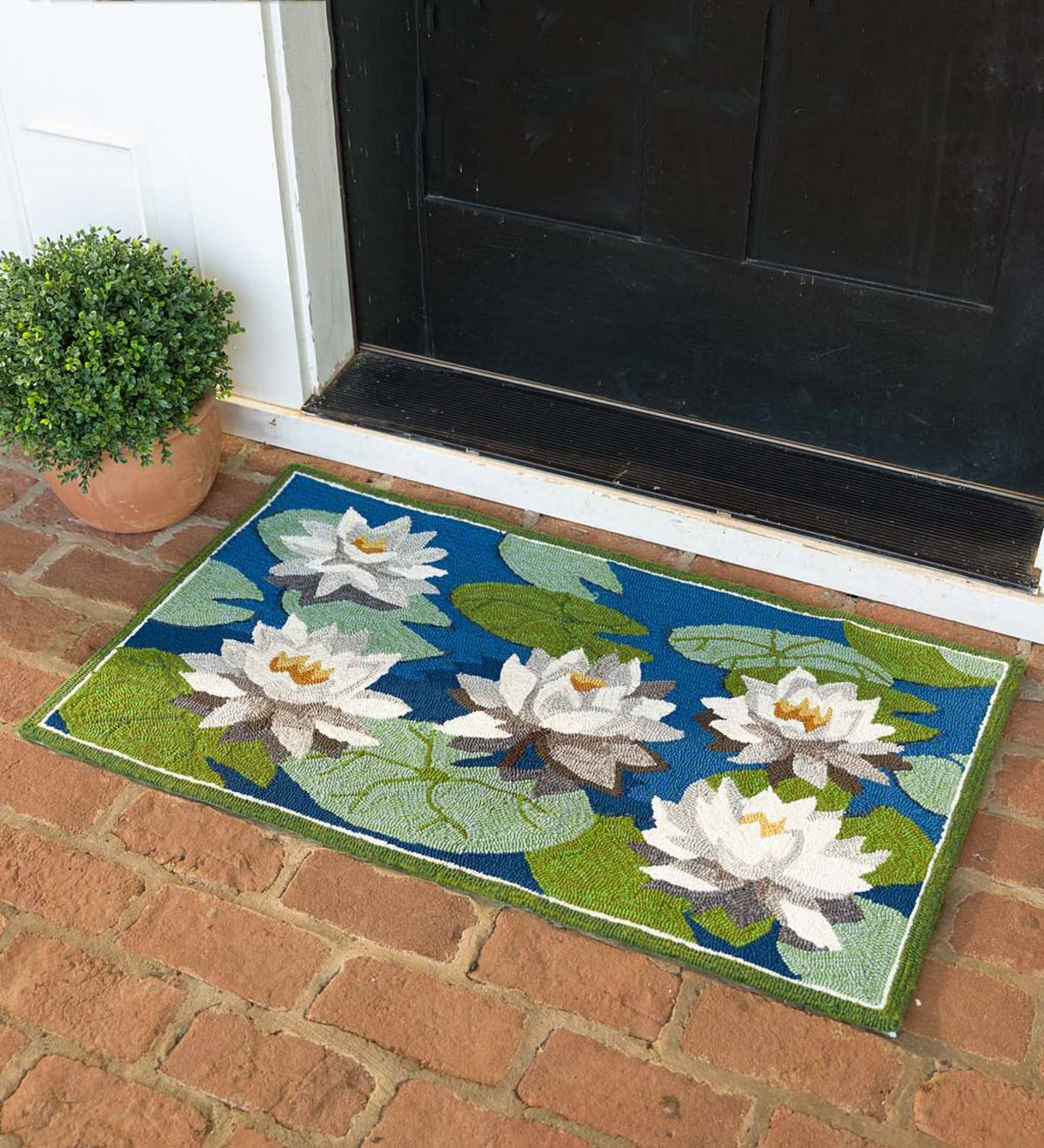 Indoor Outdoor Water Lily Hooked Accent Rug Plowhearth