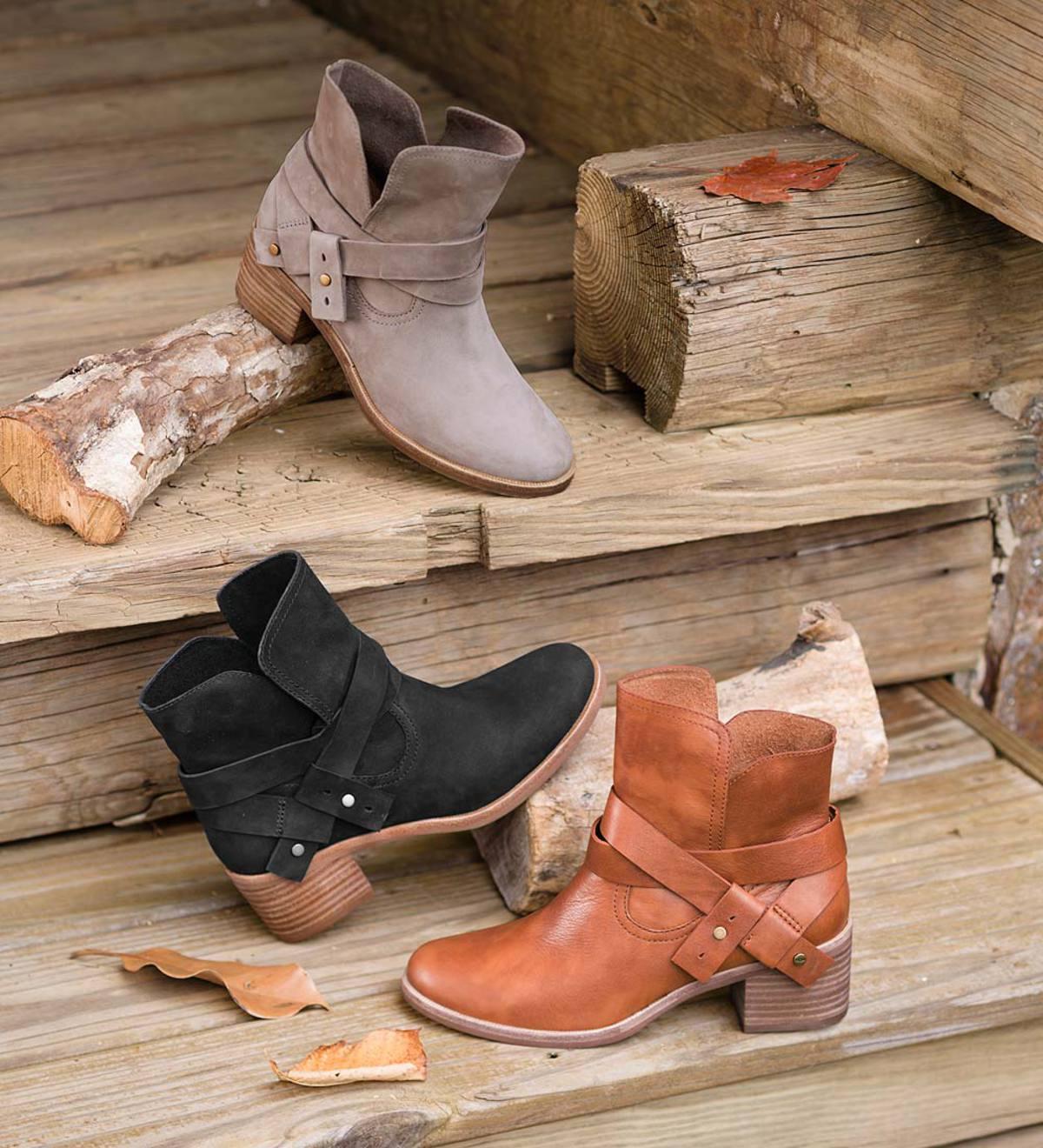 a65a7eabfe7 UGG Elora Short Boot | PlowHearth