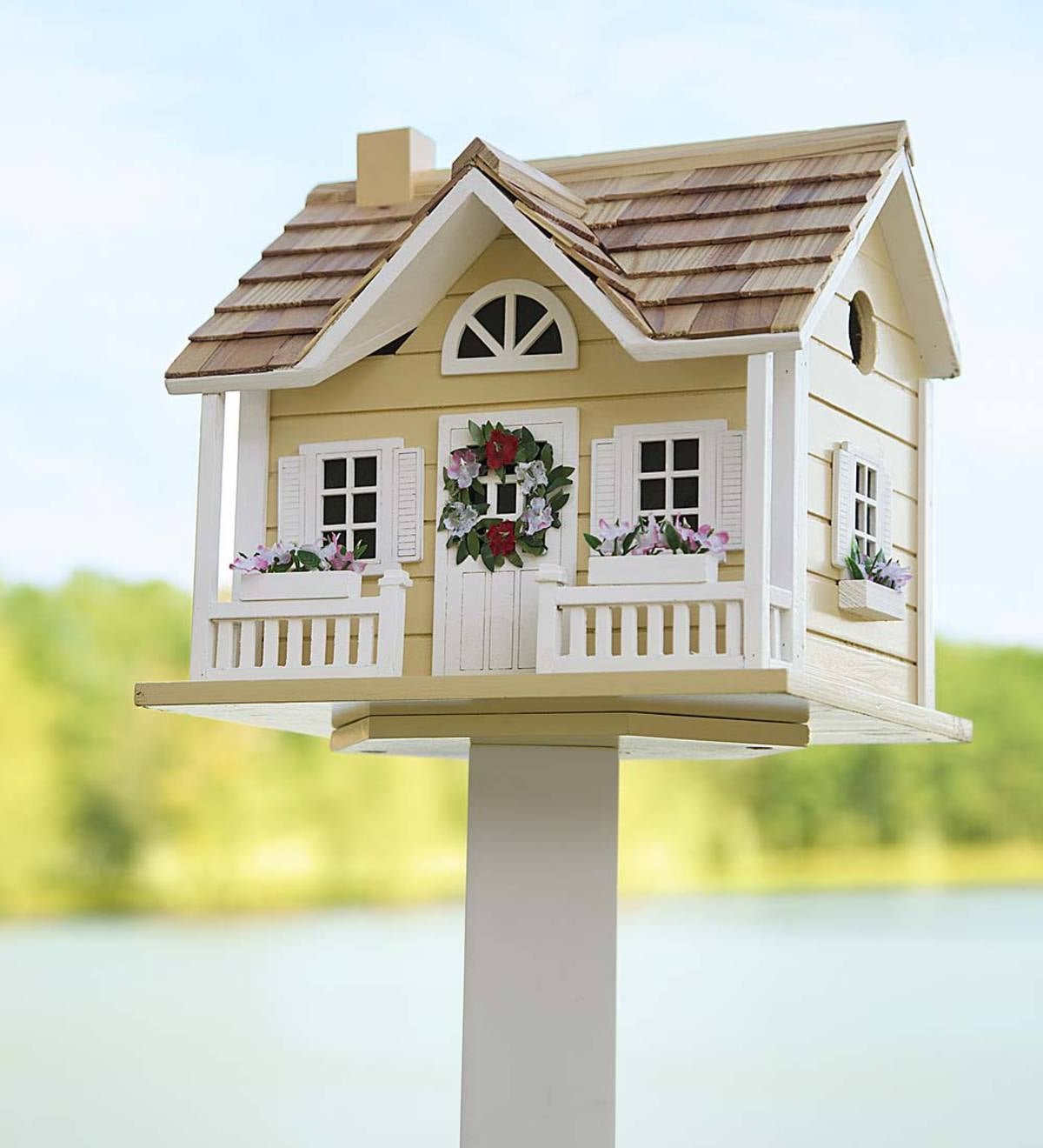 Wreath Cottage Birdhouse and Pole Set