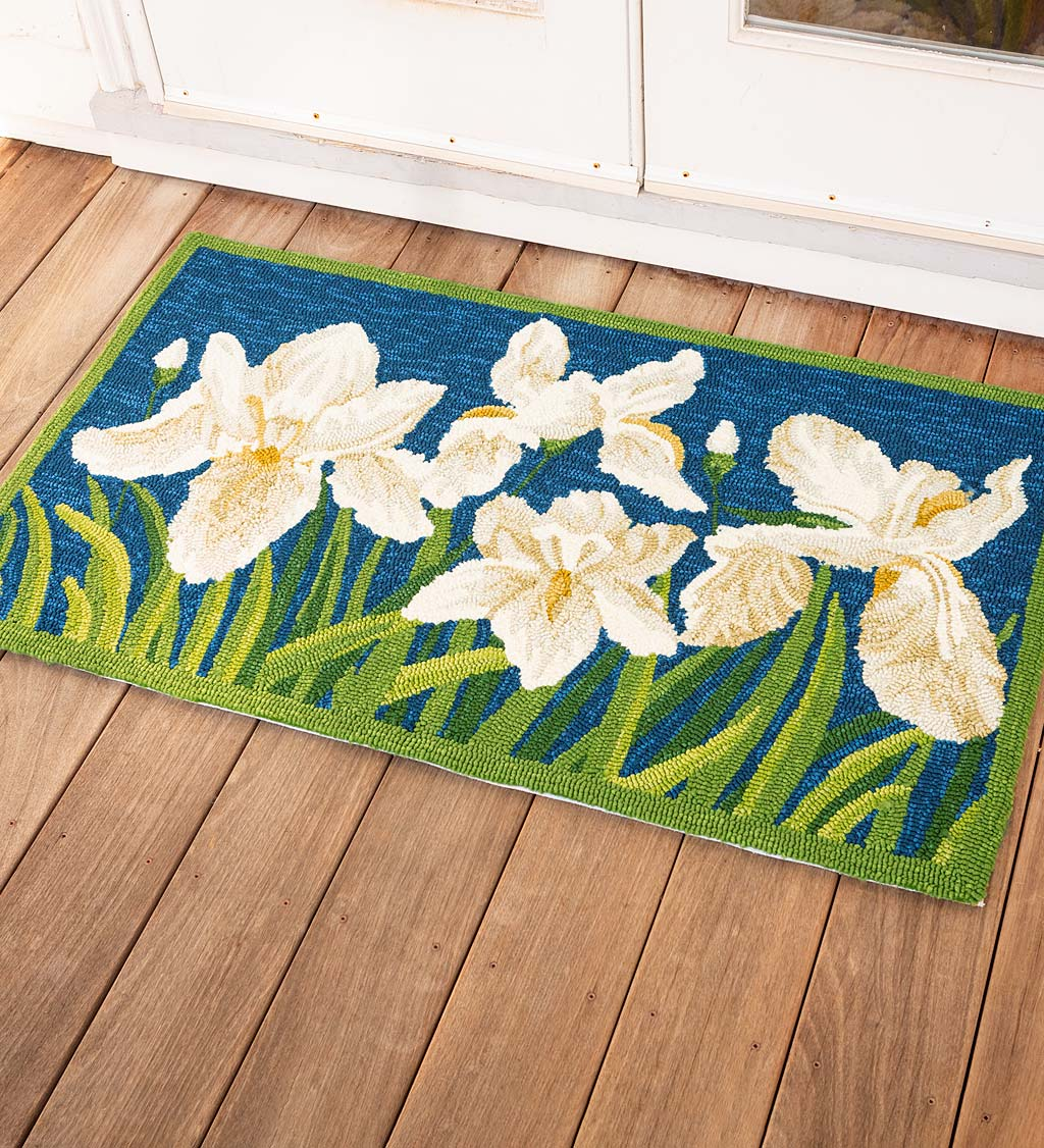 Indoor/Outdoor Iris Hooked Polypropylene Accent Rug