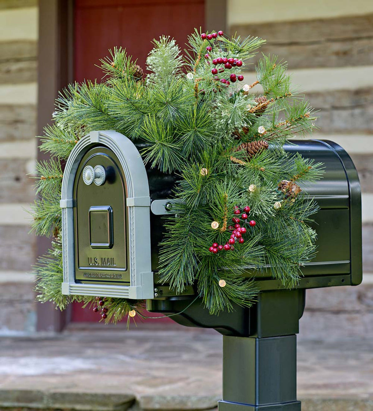 Indoor/Outdoor Blue Ridge Mailbox Swag with Battery-Operated Dual-Function Lights
