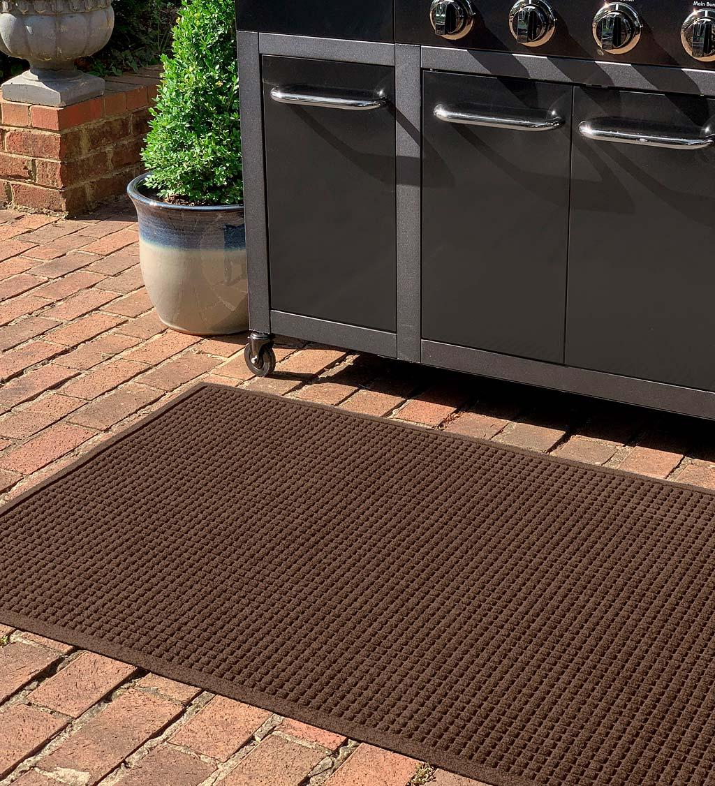 Waterhog Square Pattern Grill Mat, 3' x 5' swatch image