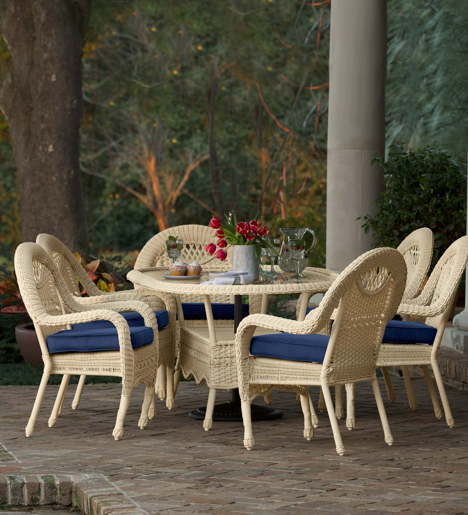 Prospect Hill Outdoor Oval Wicker Dining Table and Set of 6 Chairs